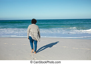 Stará žena si užívá volný čas