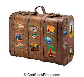 Starý kufr s královskou náušnicí