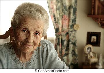 Starší žena s jasnými oči
