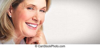 Starší portrét ženy.