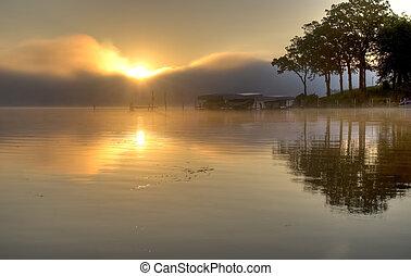 Sunrise nad jezerem