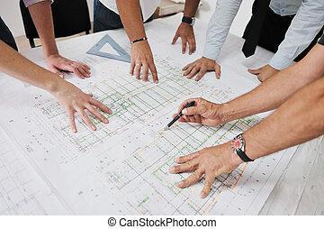 Tým architektů na staveništi