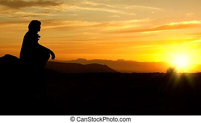 Ta žena ze západu slunce, silueta, drsná hrana, retovaná
