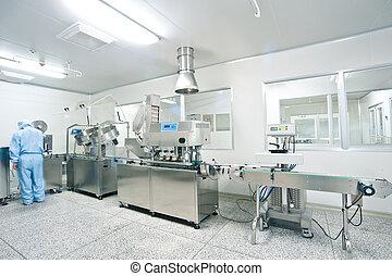 Technici pracují v farmaceutické produkci