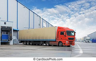 Transportování aut - náklaďák ve skladu