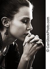 Víra a náboženství - modlitba ženy