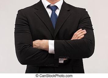 V obleku a kravatě