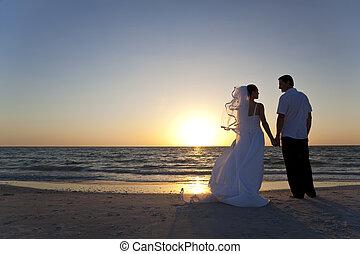 vdaná, i kdy, dvojice, čeledín, nevěsta, západ slunce, svatba, pláž