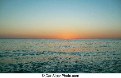 Večer se rozsvítil nad mořem
