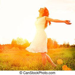 ve volné přírodě, enjoyment., nature., svobodný, eny sluka, udělat si rád, šťastný