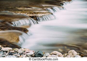 vodopád, řeka, burzovní spekulant odhalení
