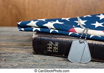 Vojenské psí známky na Bibli