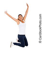 Vzrušená mladá žena skáče