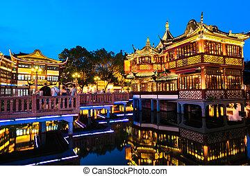 Yuyuanská zahrada v noci