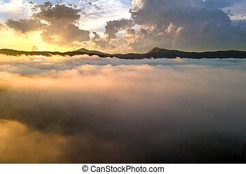 západ slunce, anténa, mračno, ponurý, horizon., názor, daleký, hustý, hory, chvějící se, nad, neposkvrněný