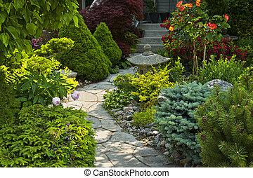 Zahradní stezka s kamennou krajinou