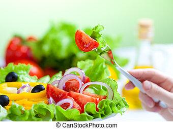 Zdravý salát a vidlička