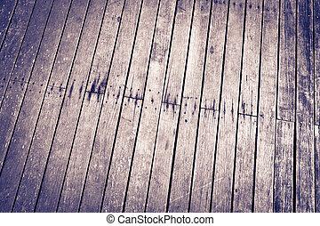 Zeď a podlaha, kde se sídlí dřevo
