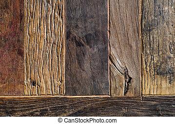 Zespodu dřevěných prken